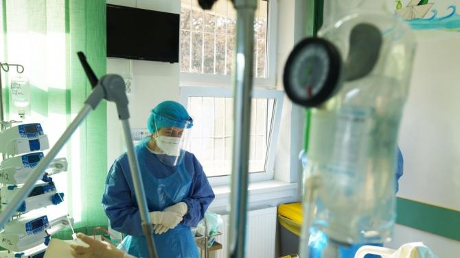 Румъния увеличaва надбавките за здравните служители на първа линия