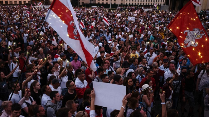 Близо 250 задържани при протестите в Беларус