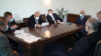 Борисов: Здравната ни система се бори героично