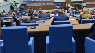 Парламентът прие на второ четене бюджета на ДОО за следващата година