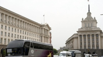 Автобусни и таксиметрови превозвачи излизат днес на протест
