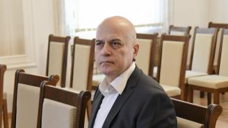 Слави Трифонов отново изригна срещу депутатите