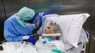 Лекар показа шокираща снимка на лекарствата, нужни на един пациент с COVID-19