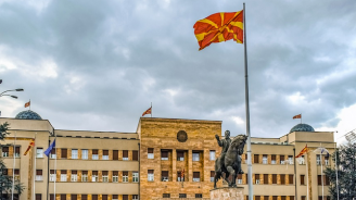 """Нова гавра: Македонци изкъртиха паметника на жертвите от кораба """"Илинден"""""""