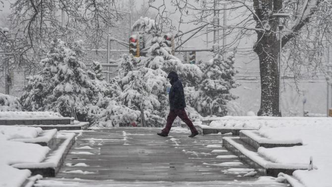 МВР с ценни съвети за поведението и дрехите на пешеходците в снежната обстановка
