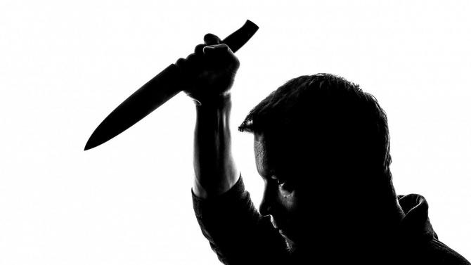 """Мъж с нож в ръка крещя на родителите си: """"Ще ви изкормя, ще умрете в мъки..."""""""