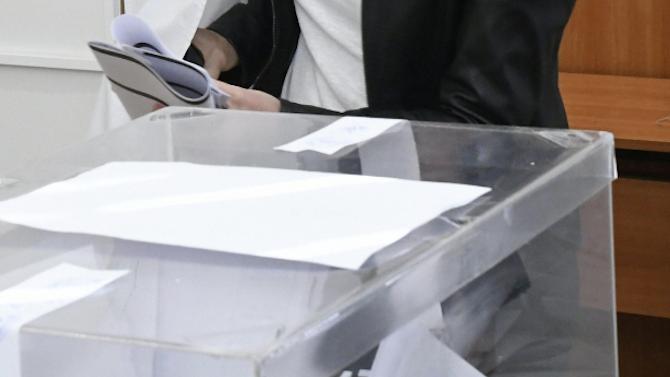 """""""Барометър"""": ГЕРБ с близо 8% пред БСП, Слави Трифонов остава извън парламента"""