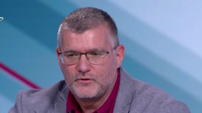 Проф. Момеков: Българите искат да пият хапчета срещу COVID-19 и след това да се държат като идиоти