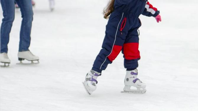 В Пловдив започва работа най-голямата ледена пързалка в България