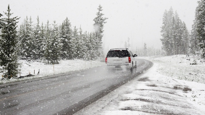 Първият сняг натрупа пет сантиметра покривка в Добричкия регион, пътищата са проходими