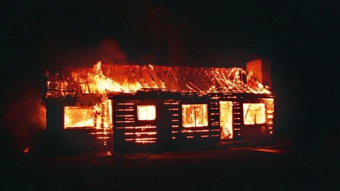 Пожар в къща в Драгомирово взе живота на мъж