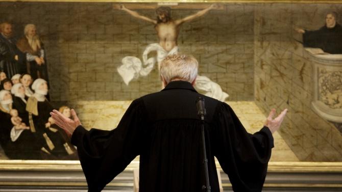 Католически свещеник: COVID-19 е дело на безбожници