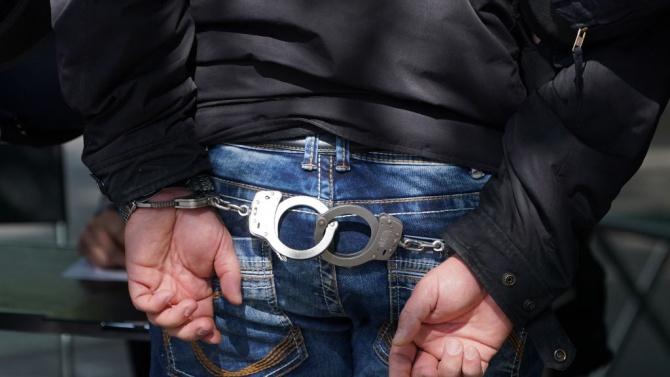 Задържаха мъж за кражба на автомобил