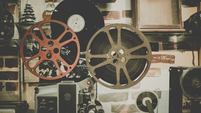 Филм разказва за Варненския университет