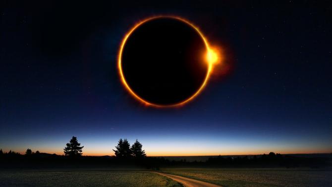 Наблюдаваме пълно слънчево затъмнение и два звездопада през декември