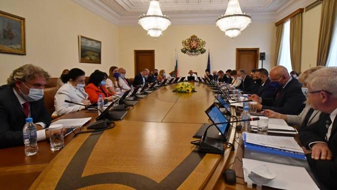Очаква се правителството да одобри допълнителни суми за образование към бюджетите на общините