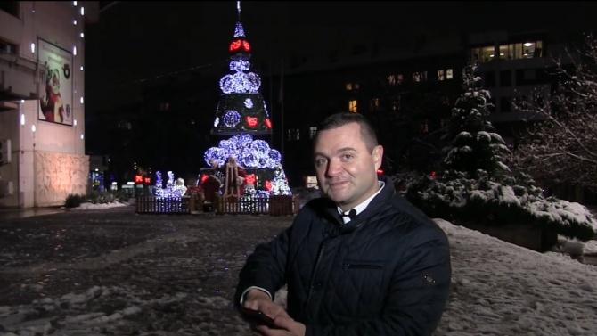 Кметът на Русе запали символично светлините на коледната елха. Пенчо