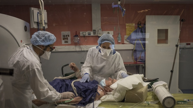 За пореден ден заразените с COVID-19 във Франция са под 10 000