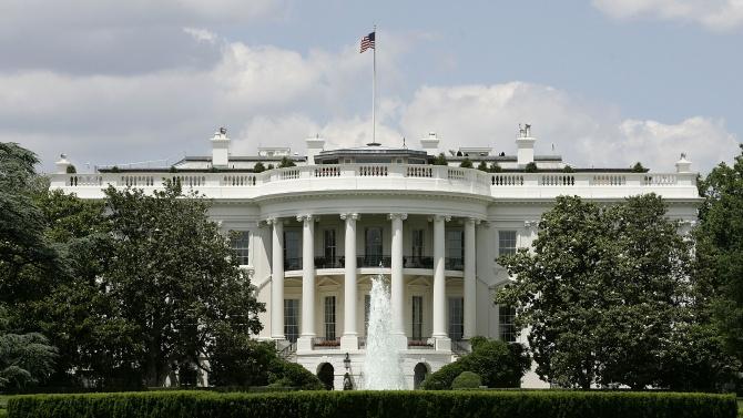Разследват корупционна схема за помилване от президента в САЩ