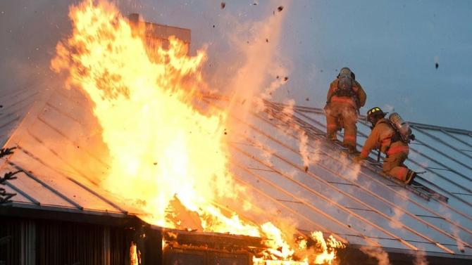 Обгорял труп след пожар в град Роман