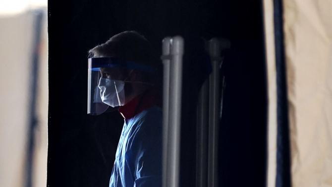 Млад лекар спаси в студа избягал пациент с деменция и с коронавирус