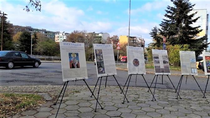 Мобилни изложби с плакати на свети Никола са подредени на няколко места в Бургас