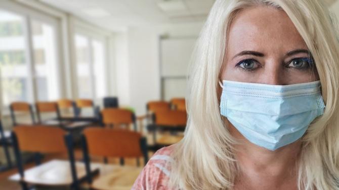 Учители и медици са сред новозаразените с COVID-19 в Ловешко