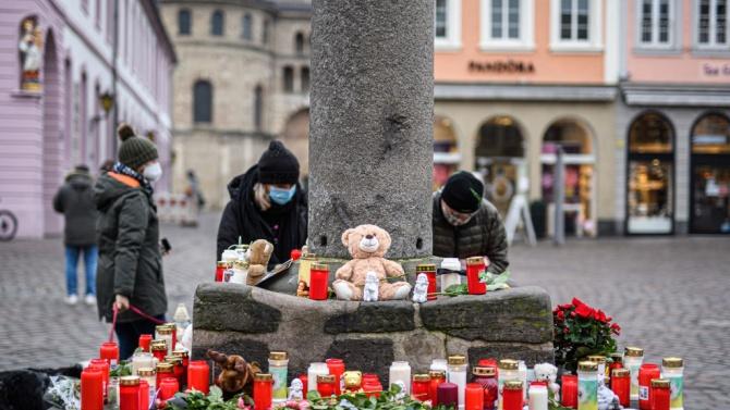 Трир почете жертвите при нападението с кола в пешеходната зона на града