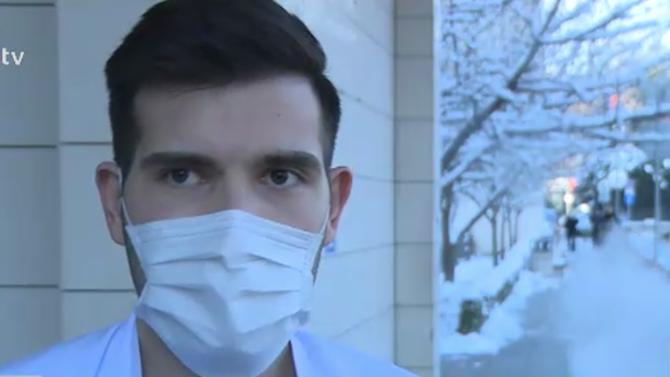 Младият лекар, спасил мъж с деменция и COVID-19: Нямаше как да го оставя сам на произвола на съдбата