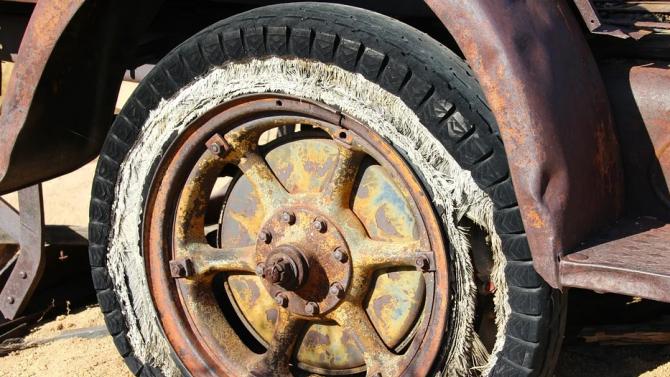 Акцията по принудителното премахване на стари автомобили в Стара Загора продължава