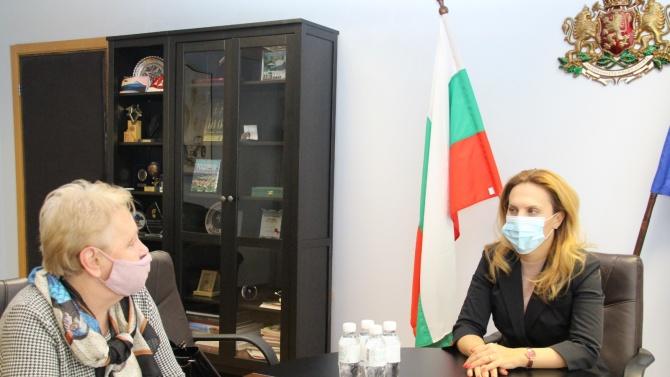 Вицепремиерът Николова проведе работна среща с Цвети Лукарска, председател на Камарата на минералните води в България