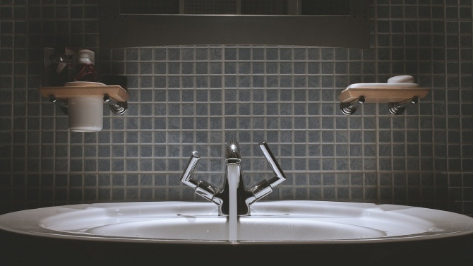 Нови цени на водата в 26 района. Тя поскъпва с 6% в София и Разград
