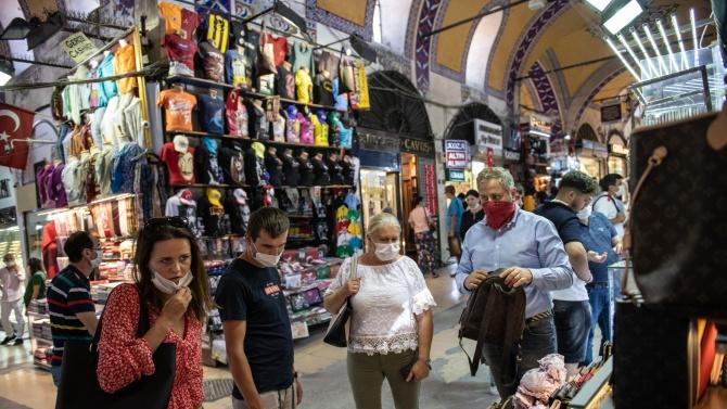 Нови мерки срещу COVID-19 в Турция: Засягат ли туристите?