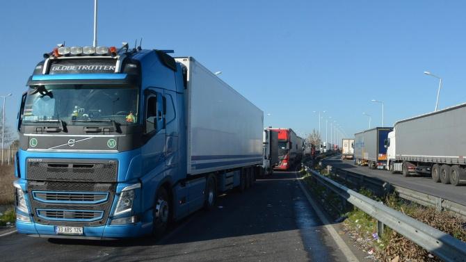 "3000 камиона чакат на ГКПП ""Капитан Андреево"""