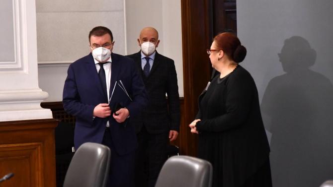 Здравният министър ще даде брифинг за ваксините за COVID-19