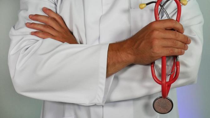 Лекари спасиха ръката на мъж