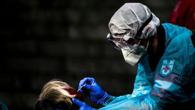 Чехия стартира програма с антигенни тестове за учителите