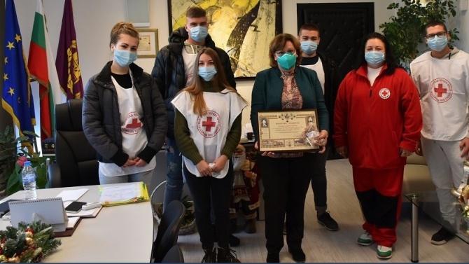 Червеният кръст награди кмета на Ловеч