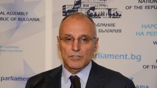 Управителят на БНБ предупреди за възможно влошаване на икономическата криза