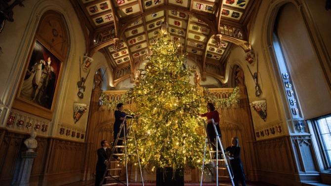 Украсиха Уиндзор – дворецът, в който Елизабет II ще празнува Коледа за първи път от 1987 г.