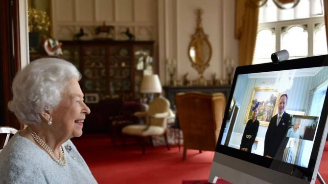 COVID-19 промени и кралските традиции, Елизабет II се включи онлайн