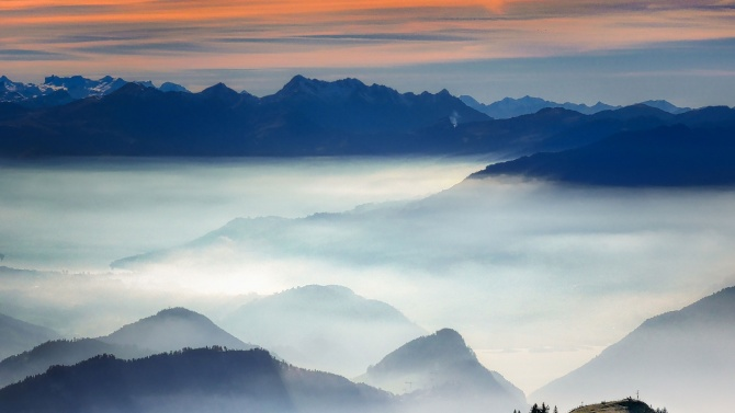 Днес времето над страната ще бъде предимно облачно и мъгливо,