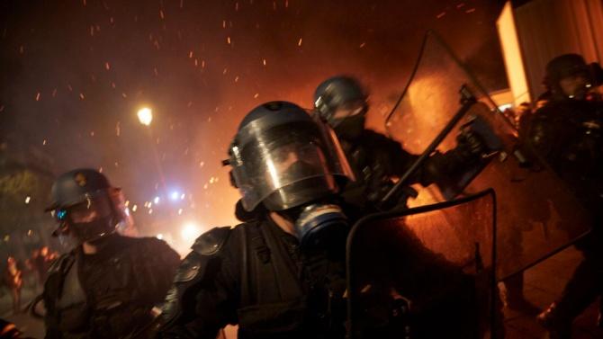 Сблъсъци между протестиращи и полиция в Париж