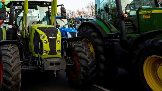 Фермери протестираха с трактори във Варшава