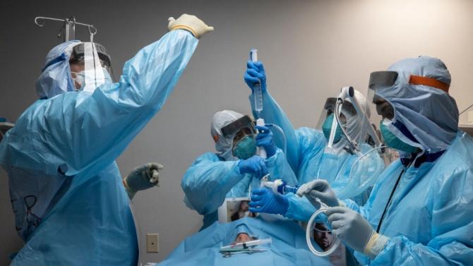 Медици работят над 40 часа без почивка в болницата в Пазарджик