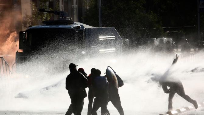 Разпръснаха протестиращи екоактивисти с водни оръдия в Германия