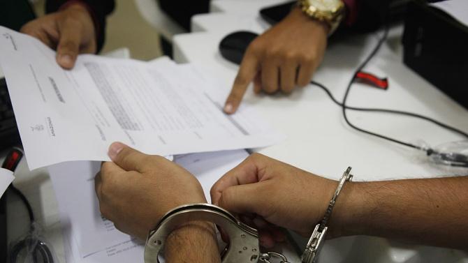 Арестуваха министър за подкупи, грози го смъртна присъда