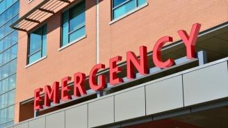 Изписаха пациент в тежко състояние, той почина в колата на дъщеря си