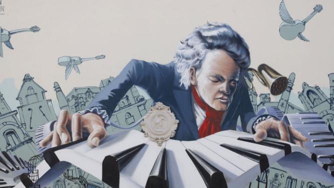 В поле в Италия се появи гигантски портрет на Бетовен