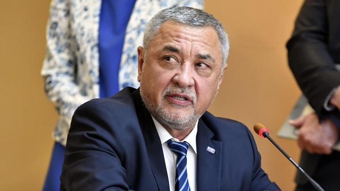 Валери Симеонов критикува остро президента Радев заради датата на изборите